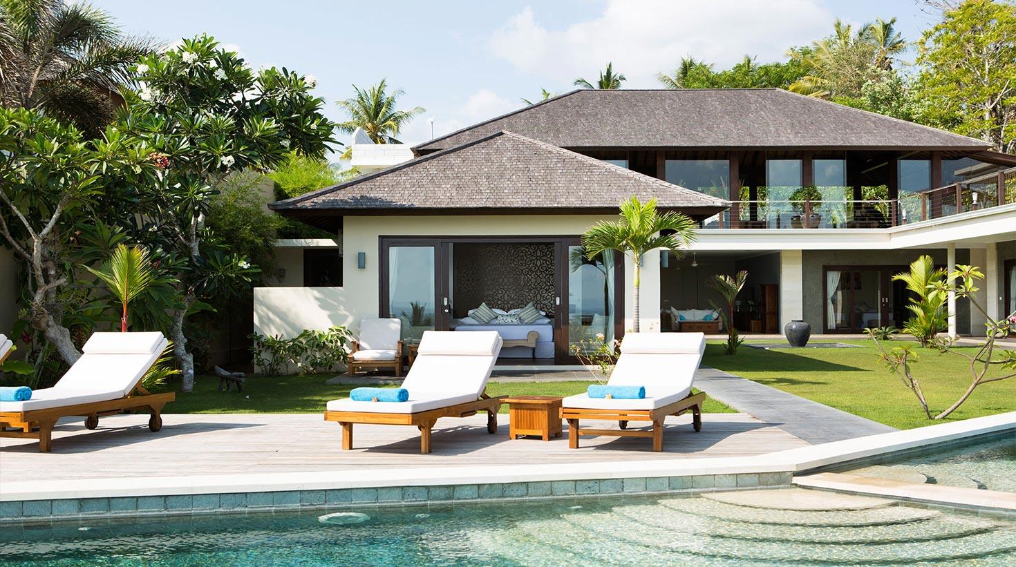 villa-bali-candidasa-luxury-patio-sunbathing